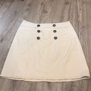 Jones wear khaki skirt